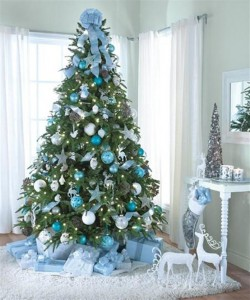 Blue-and-snowy-Christmas-Tree-Decorating-Ideas
