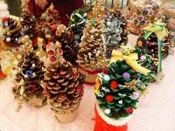 松ぼっくりでクリスマスツリー