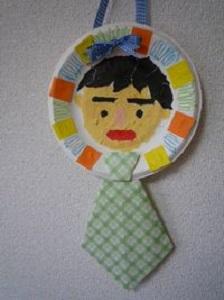 ◆紙皿で似顔絵ネクタイ